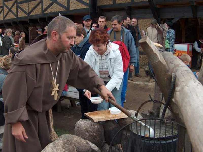 aktualność - Zamkowe Biesiady z Mnichem Kurczakiem